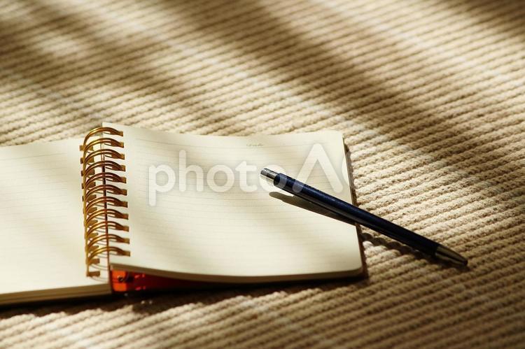 日記をつけるの写真