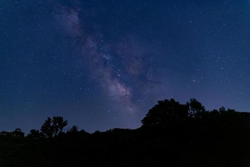 山間的銀河