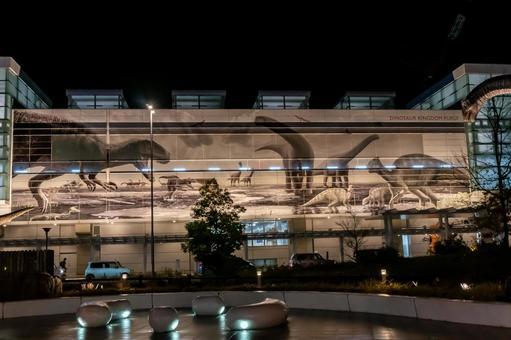 """【후쿠이 현 후쿠이시] JR 후쿠이 역 서쪽 출구 야간 촬영 """"후쿠이 역 및 공룡의 벽"""""""