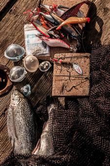 잡은 물고기와 낚시 도구 1