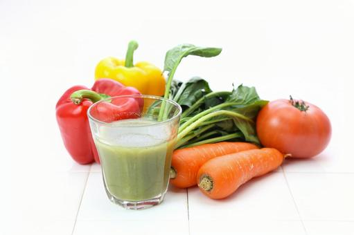 Vegetable and green smoothie 5