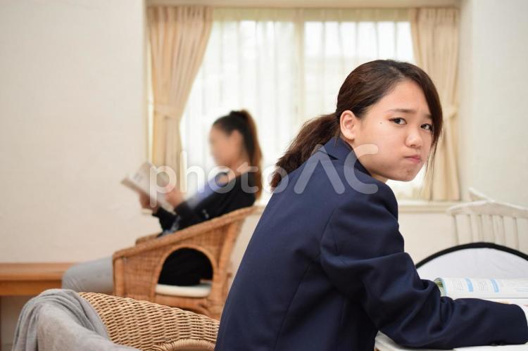 母親を疎ましく思う女子高生の写真
