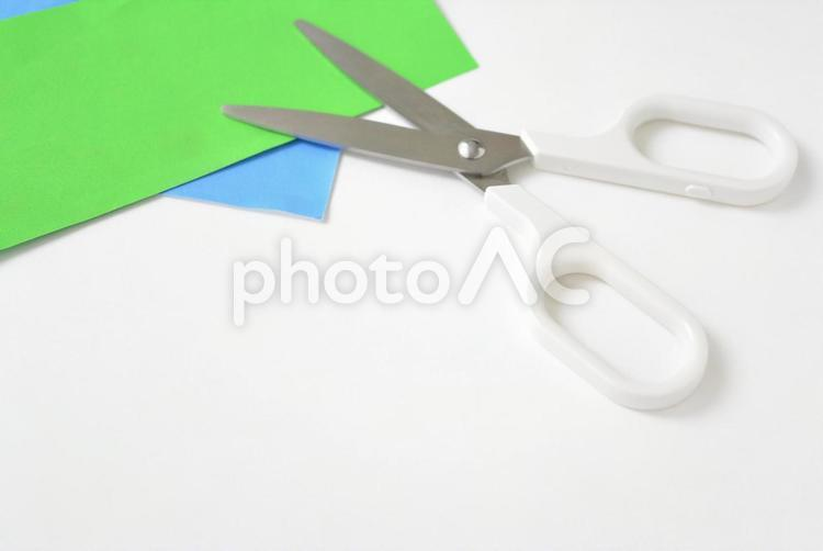 折り紙とハサミ・工作の風景の写真