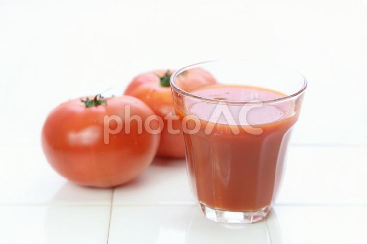 トマトとトマトジュース3の写真
