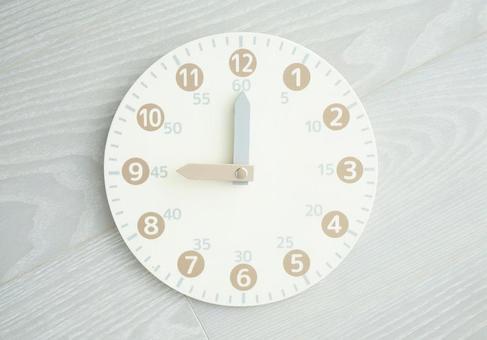 Toy analog clock 9 o'clock