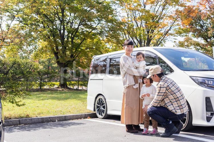 ドライブ・お出かけ・旅行する家族の写真