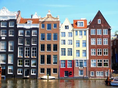 운하를 따라 건물 암스테르담