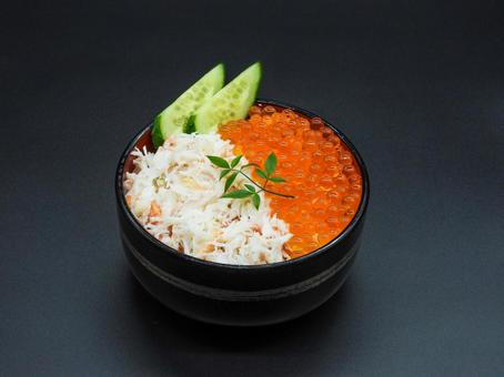 蟹とイクラの2色海鮮丼!