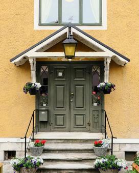 Triangular eaves door