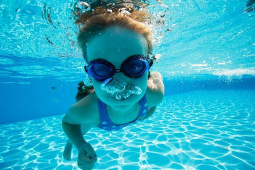 Underwater shooting dive girl 4
