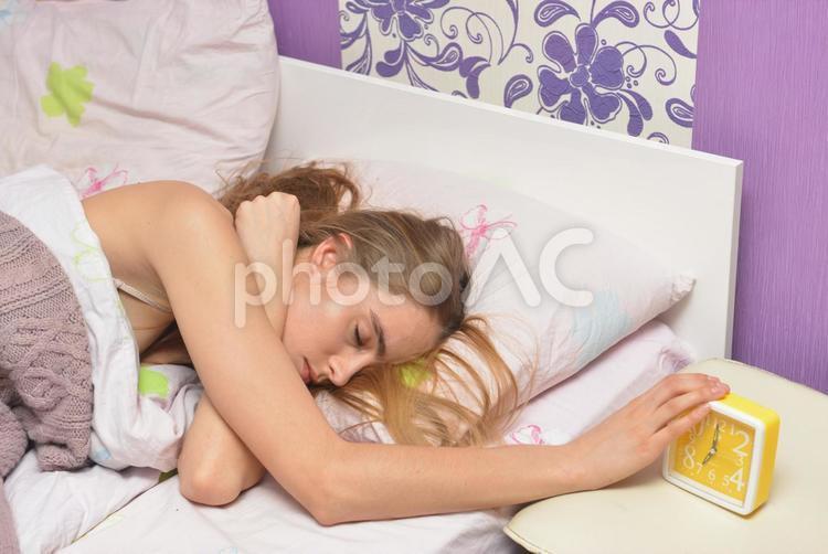 寝起きの外国人女性13の写真
