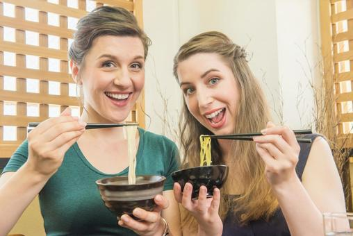 Women who eat soba and udon Foreign tourists 8