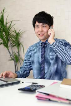 一位商人談智能手機