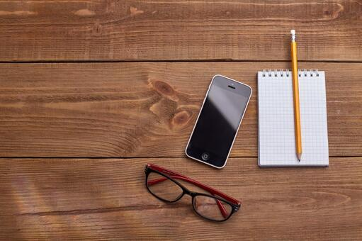 Glasses, smartphones and writing instruments 5