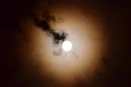 Mid-autumn moon that illuminates the clouds