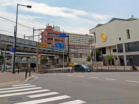 이전 햇빛 가도 미나미 언더 패스 · 에코 원 (小塚原) 전 아라카와 구 미나미 센주 역 입구 교차로에서