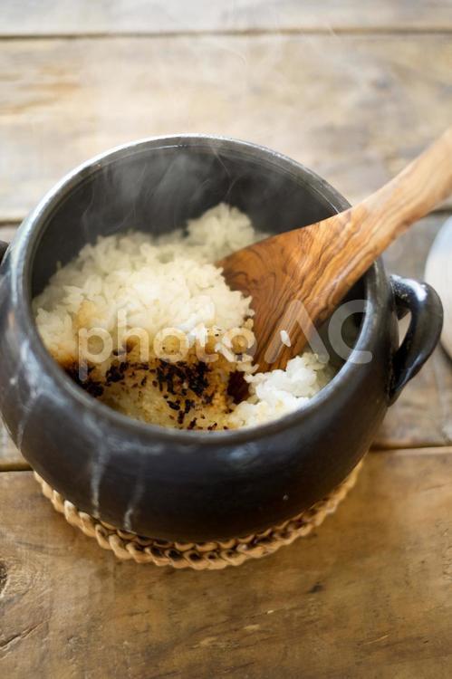 土鍋で炊いたごはんの写真