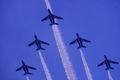 Surprising and moving Blue Impulse formation flight