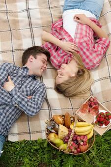 夫妻10睡眠奠定了毛毯