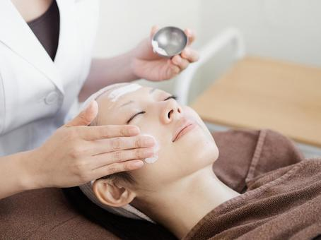 Facial beauty treatment image