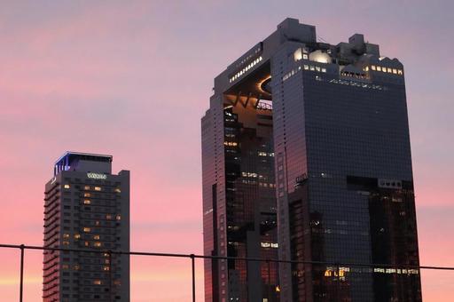 노을과 스카이 빌딩