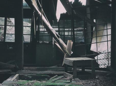 Abandoned dwelling (abandoned house/abandoned house)