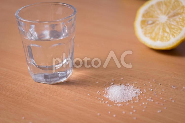 輪切りレモンとグラス3の写真