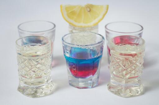 Party 6 with glass and lemon