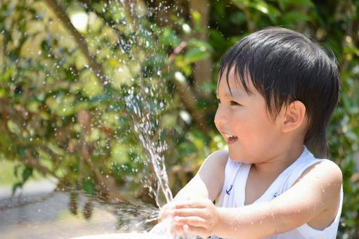 물놀이를하는 어린이