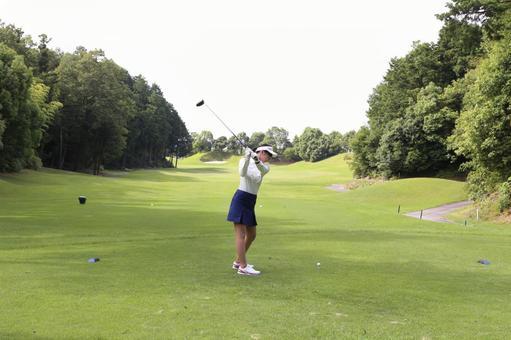 Female golfing 17