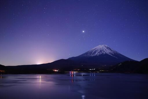 Mt. Fuji in the middle of the night