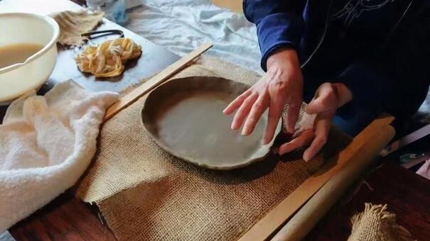 Hand-cutter pottery female hand