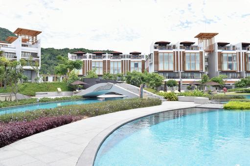 Resort hotel's poolside