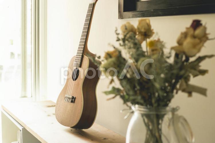 ukulele アンティーク調のウクレレの写真