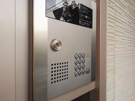 Auto-lock entrance key