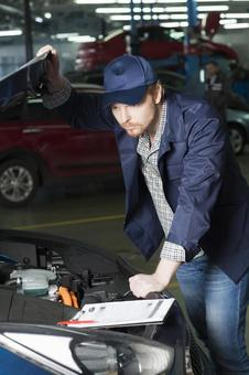 Automobile mechanic 2 to check bonnet