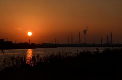 E沿河的夜景