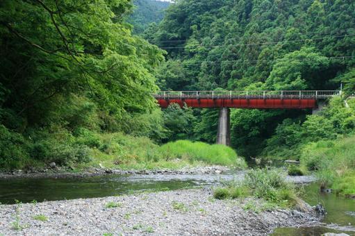 강과 철도 교량