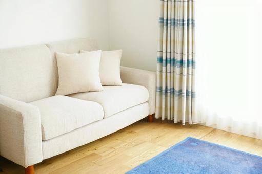 帶沙發的明亮客廳