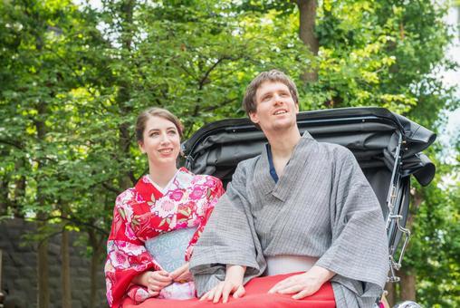 Foreign tourist couple of Yukata getting rickshaw 3