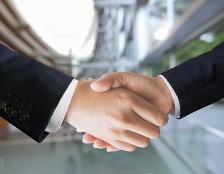 商人握手 - 城市景觀背景