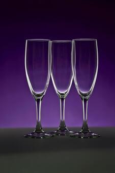 玻璃照片香槟酒杯紫色背景