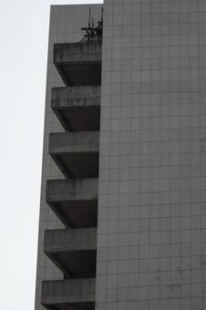 Building with no windows