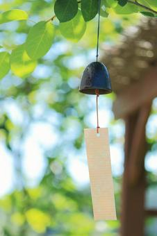 Wind bell vertical to invite cool