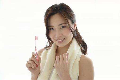Female to brush teeth 4