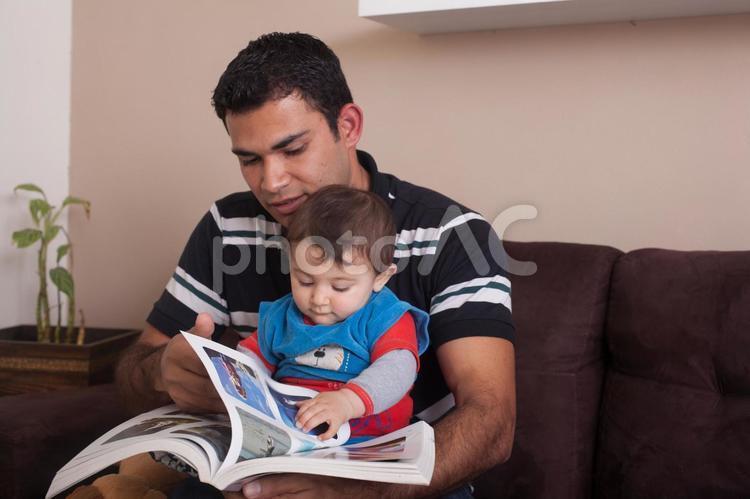 赤ちゃんとお父さん21の写真