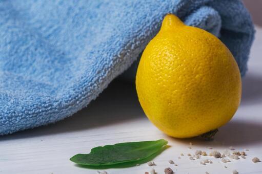 Towel and lemon 2