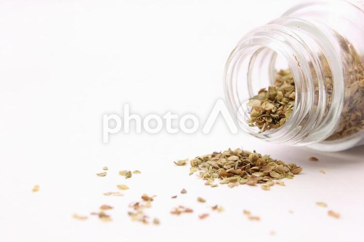 瓶に入ったスパイス1の写真