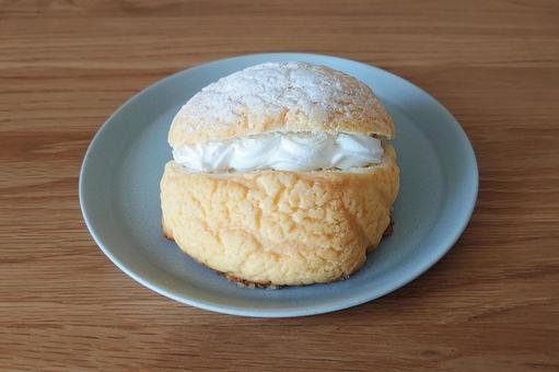 Melon bread with whipped cream