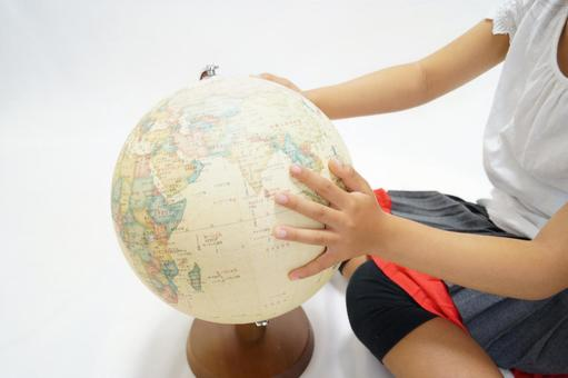地球和手1